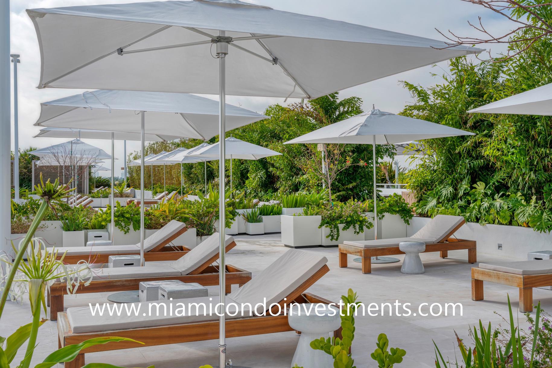 Ritz-Carlton Residences Miami Beach sundeck