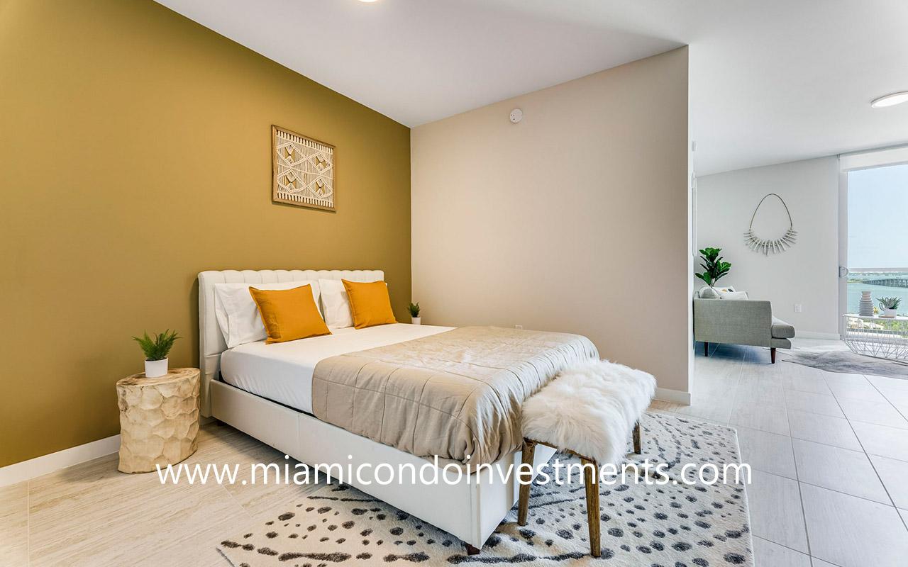 Quadro studio bedroom