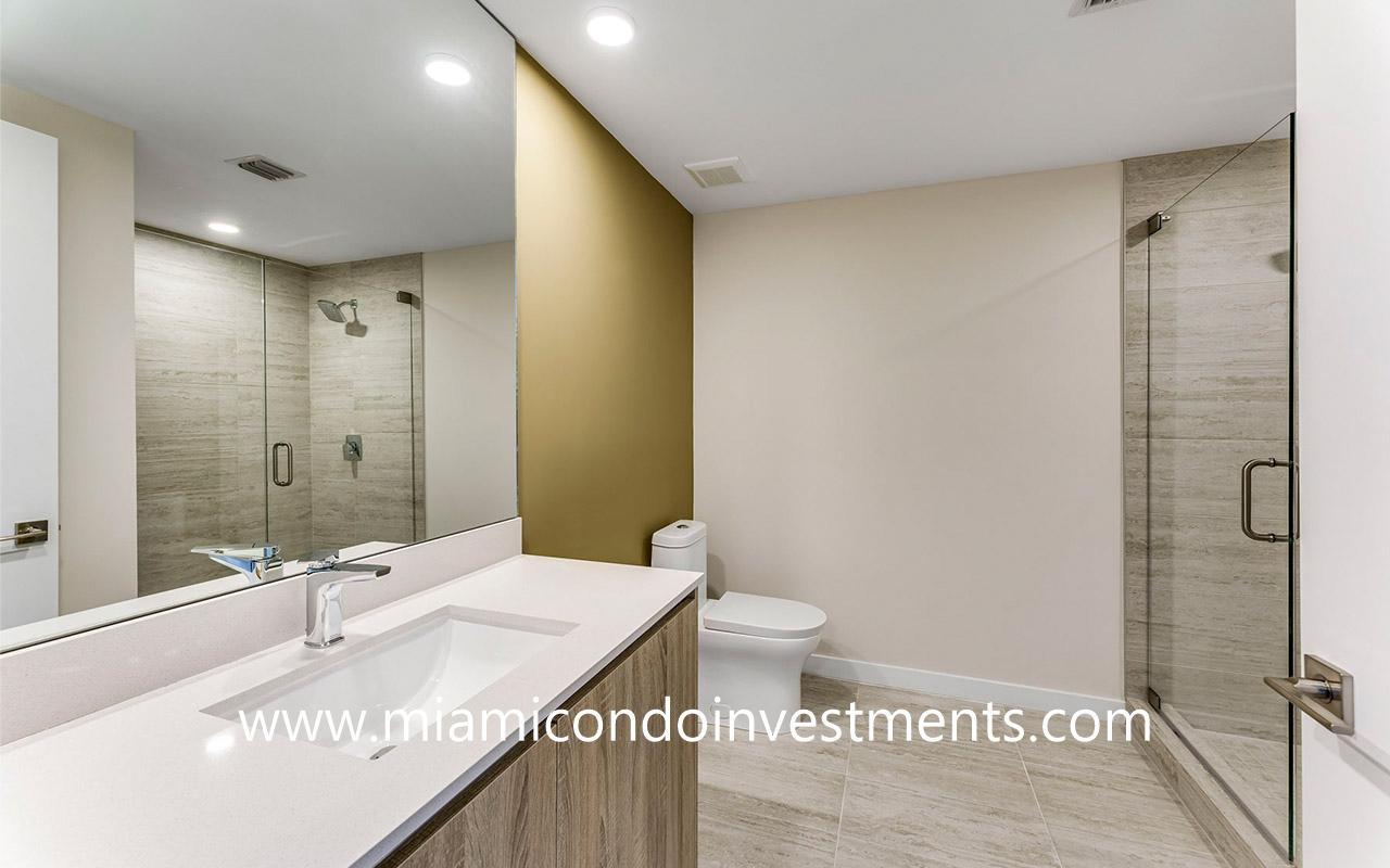 Quadro studio bathroom