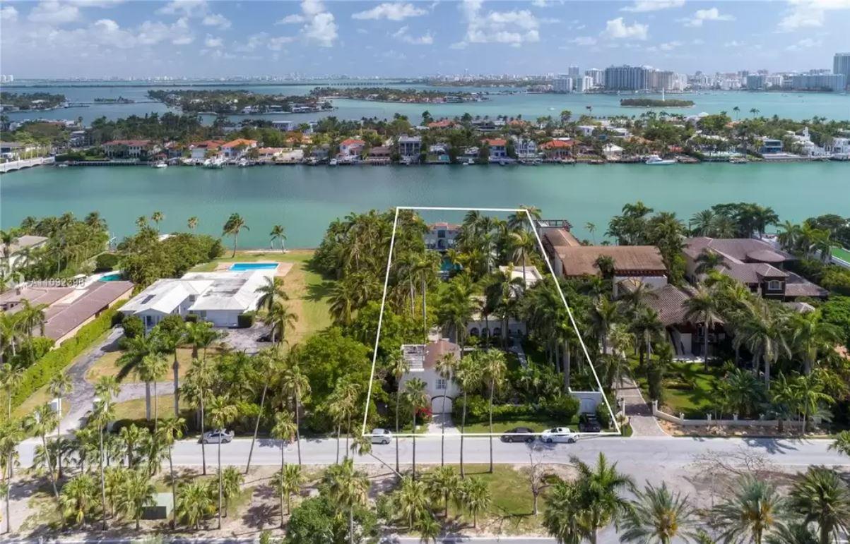 93 Palm Avenue on Palm Island