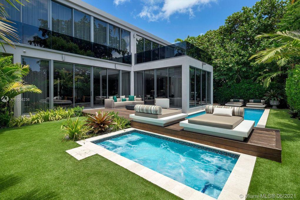 Professionally Landscape Yard of 4535 Nautilus Court